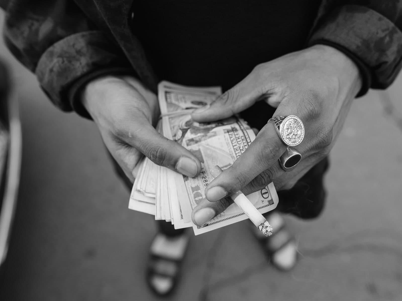 كيف صار الدّولار عملة العالم؟