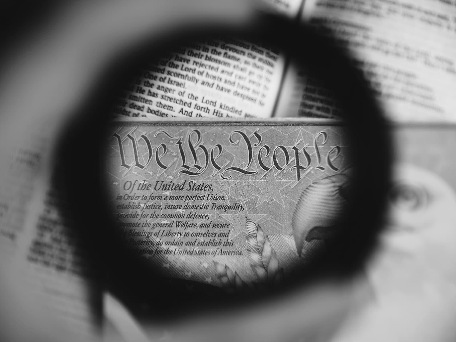 الديموقراطية أم الرقابة؟