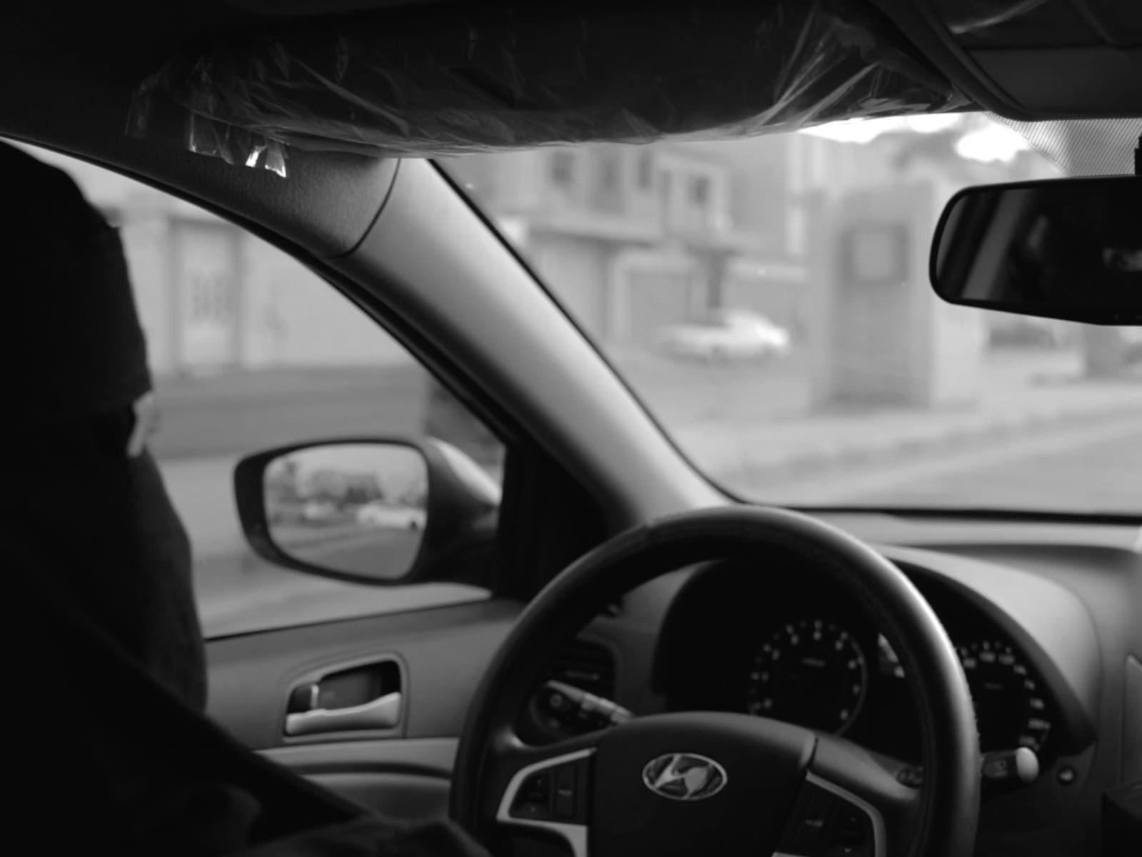 لو طلبت سيارة وأتت سائقة..