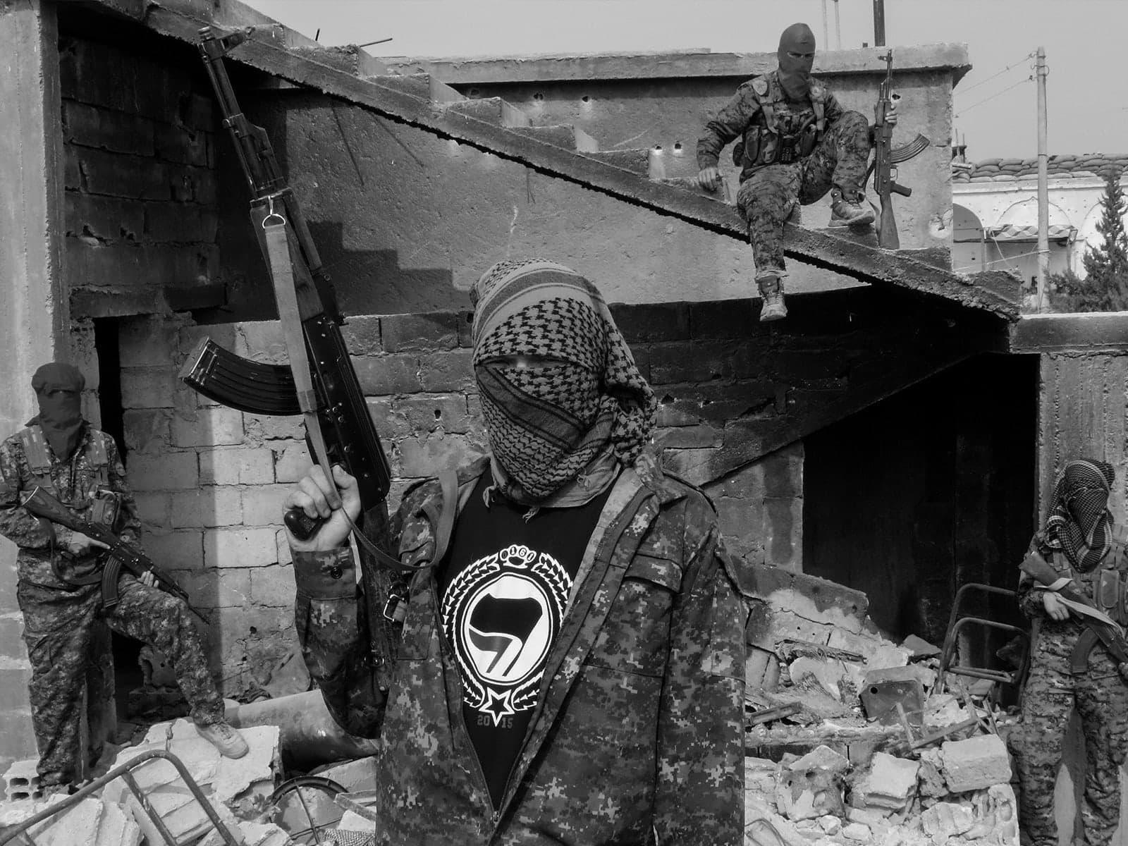 الجماعات الإرهابية وتطبيقات التراسل الفوري