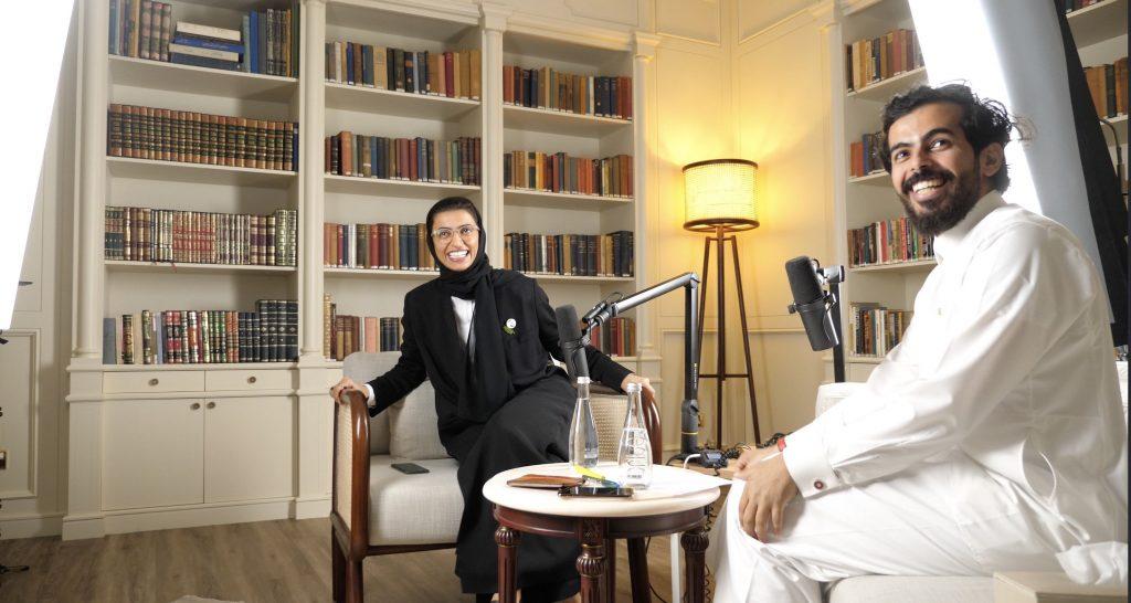 صورة من خلف الكواليس مع وزيرة الثقافة نورة الكعبي