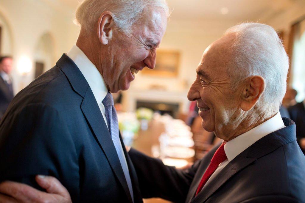 جو بايدن يحتفي بالرئيس الإسرائيلي شيمون بيريز في البيت الأبيض