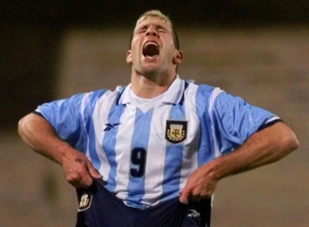 مارتن باليرمو بعدما أضاع ثلاث ركلات جزاء - مأساة كرة القدم