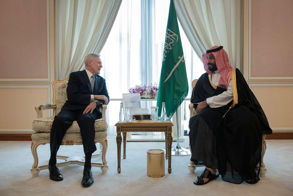 سمو ولي العهد محمد بن سلمان في لقاء مع وزير البحرية الأميركية